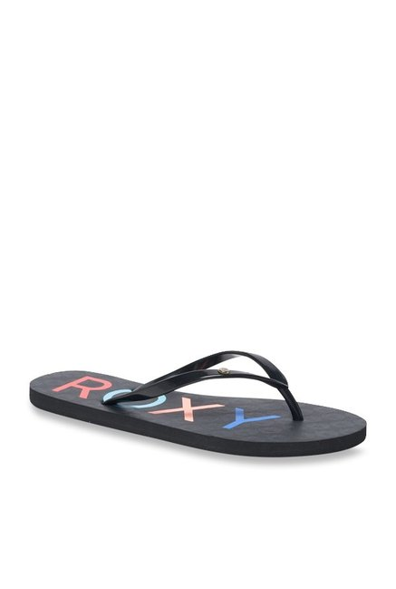 a1efb671017159 Buy Roxy Sandy Black   Red Flip Flops for Women at Best Price   Tata CLiQ