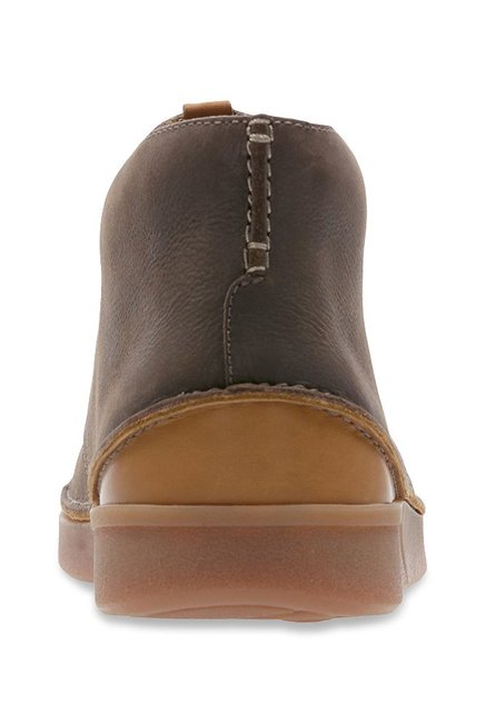 latest arrives great deals Buy Clarks Oakland Rise Dark Brown Chukka Boots for Men at ...