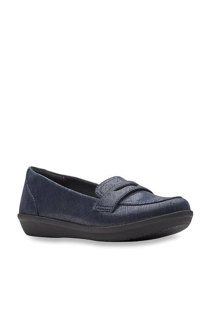 a25b310450d Buy Clarks Ayla Form Navy Loafers for Women at Best Price   Tata ...