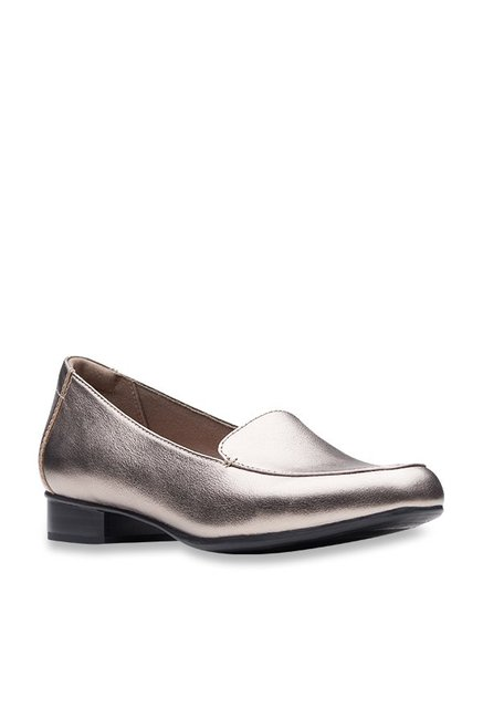 1a140563c445 Buy Clarks Juliet Rose Gold Loafers for Women at Best Price   Tata CLiQ