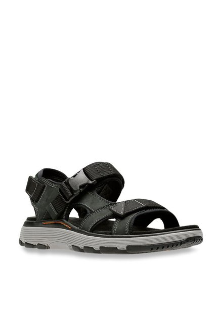 d82153c5f52e Buy Clarks Un Trek Bar Black Floater Sandals for Men at Best Price   Tata  CLiQ