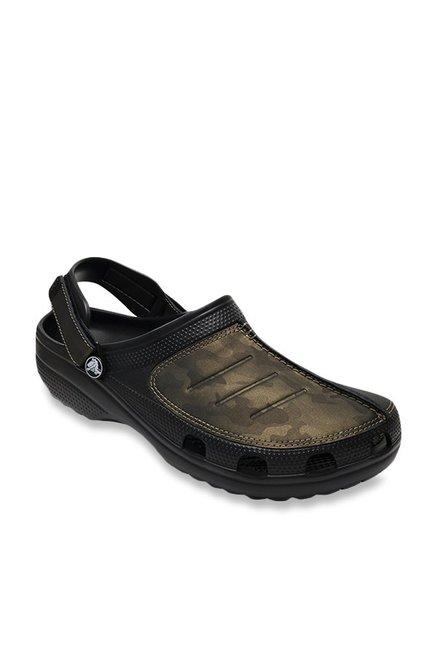 b57918ac841115 Buy Crocs Yukon Mesa Black   Camo Green Back Strap Clogs for Men at Best  Price   Tata CLiQ