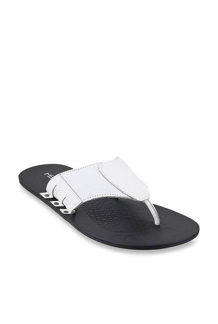 3acb0d838c96 Buy Metro White Thong Sandals for Men at Best Price   Tata CLiQ