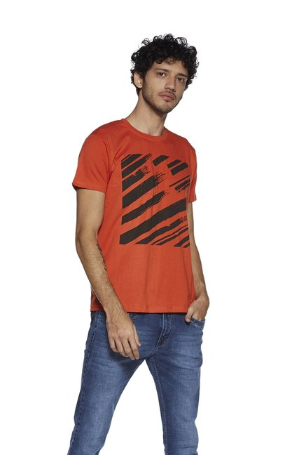 88cbf5c8 Buy Zudio Orange Abstract Print T-Shirt for Men Online @ Tata CLiQ