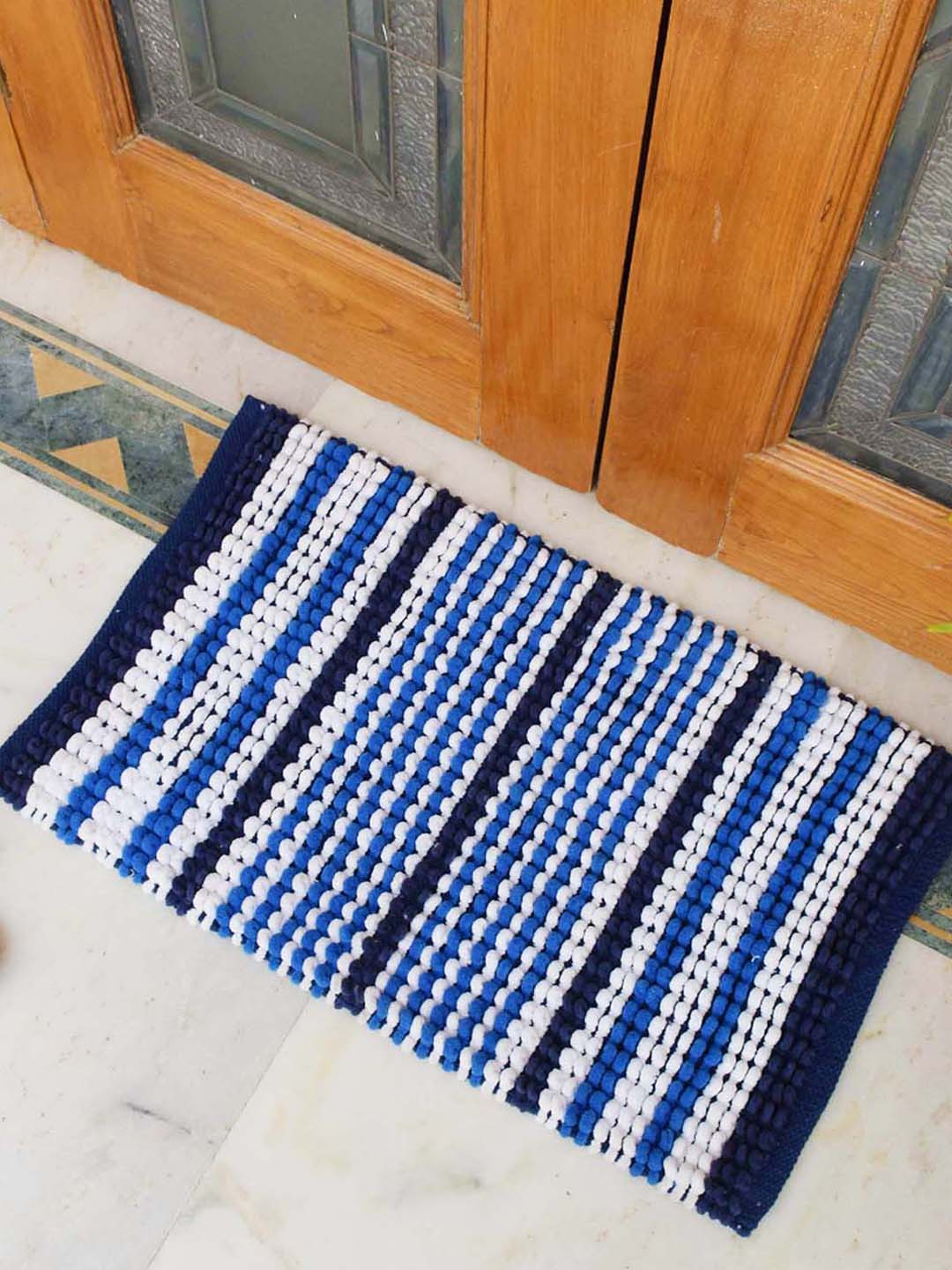 Avi Living Handloom Blue White 1600 Gsm Woven Bath Mat Set Of 1 From Avi Living At Best Prices On Tata Cliq