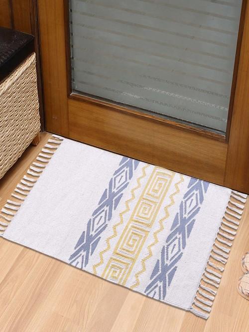 Pequra White Decorative Cotton Akbar Door Mat   Set of 1