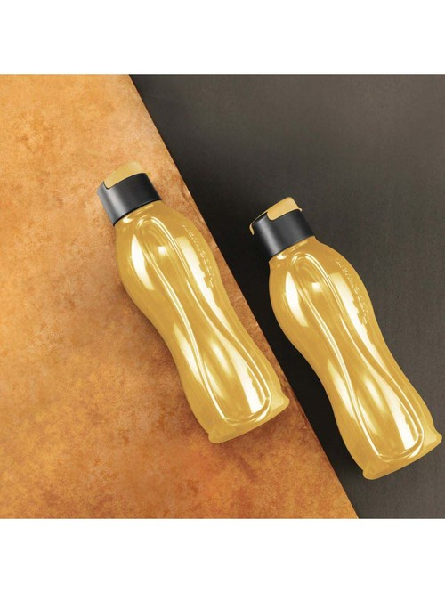 Tupperware Aquasafe Gold   Black Plastic Water Bottles  750 ml    Set of 2